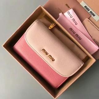 ミュウミュウ(miumiu)のmiumiu可愛い三つ折り財布です(折り財布)