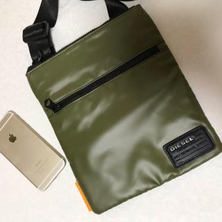 ディーゼル(DIESEL)の洗練されたデザイン 長財布、携帯など貴重品入れに重宝します。(ショルダーバッグ)
