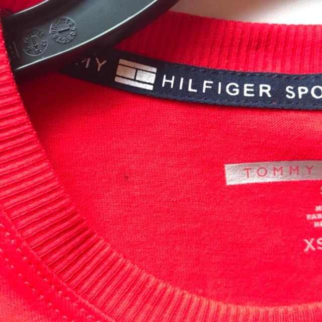 TOMMY HILFIGER(トミーヒルフィガー)のレア新品 TOMMY HILFIGER USA レディースTシャツ レッド XS レディースのトップス(Tシャツ(半袖/袖なし))の商品写真