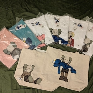 ユニクロ(UNIQLO)のKAWS×UNIQLO Tee×6トート×2(Tシャツ/カットソー(半袖/袖なし))