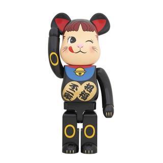 メディコムトイ(MEDICOM TOY)の送料込み 当選品 BE@RBRICK 招き猫 ペコちゃん 黒 1000%(ぬいぐるみ/人形)