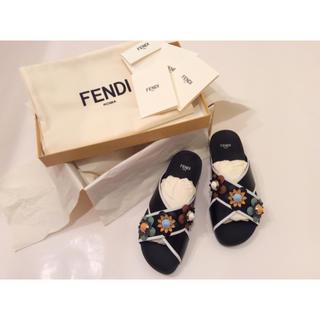フェンディ(FENDI)の 【新品】FENDI  フェンディ  ★ フラワー装飾・レザーサンダル ★(サンダル)