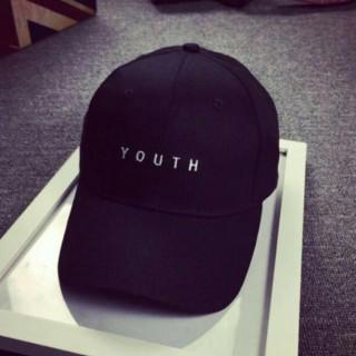 新品 YOUTHロゴ キャップ  帽子 黒(キャップ)