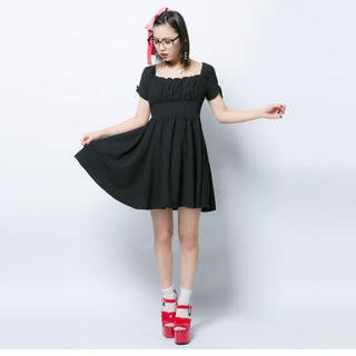 モンリリィ(mon Lily)のモンリリィ リボンパフ袖胸元シャーリングドールワンピース(ミニワンピース)