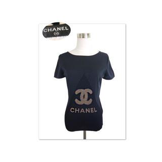 シャネル(CHANEL)のCHANEL 大きなゴールドココマーク×ロゴ 楽ちんリブ編みニットソー(カットソー(半袖/袖なし))