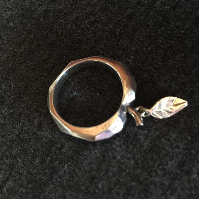 EASE DESIGN(イーズデザイン)のイーズデザイン りんごモチーフシルバーリング メンズのアクセサリー(リング(指輪))の商品写真