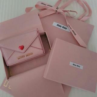 ミュウミュウ(miumiu)のmiumiu ミュウミュウ 三つ折り財布(折り財布)