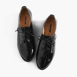 ディーホリック(dholic)のDHOLIC エナメル調 オックスフォードシューズ 革靴 黒(ローファー/革靴)