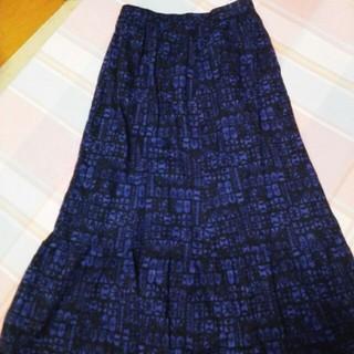 ユニクロ(UNIQLO)の紺ロングスカート UNIQLO L(ロングスカート)