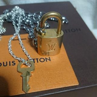 ルイヴィトン(LOUIS VUITTON)のルイヴィトンゴールドカデナ南京錠鍵付き(キーホルダー)