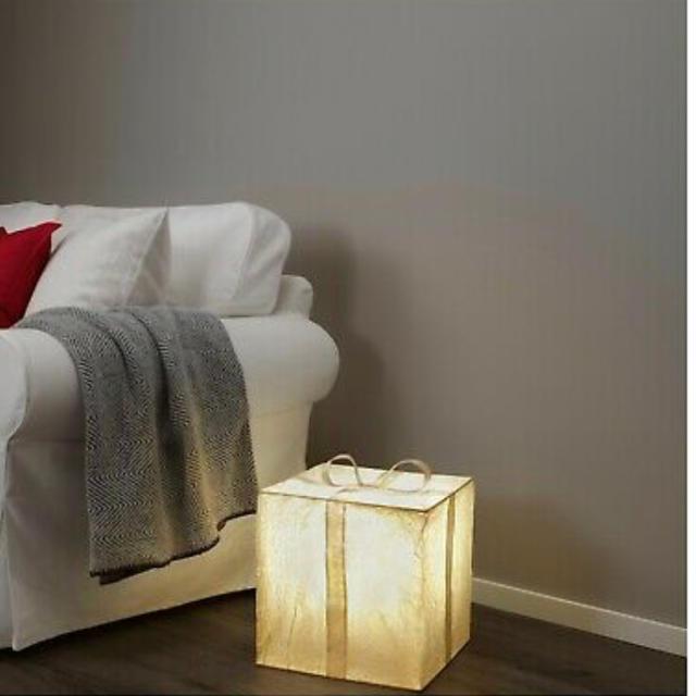 IKEA(イケア)の限定品★IKEA イケア プレゼント型 ライト(照明、ランプ、フロアライト) インテリア/住まい/日用品のライト/照明/LED(フロアスタンド)の商品写真