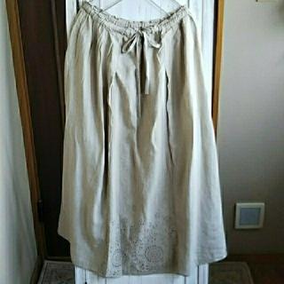 ティアラ(tiara)の新品 chouchou de mamanカットワークスカートお値下げ(ロングスカート)