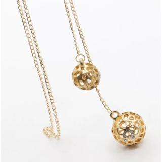 大人っぽく上品な印象を与えるネックレス 上品なゴールド ボールデザイン(ネックレス)