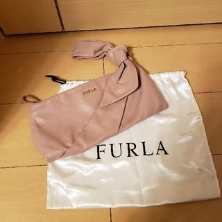 フルラ(Furla)の美品 FURLA りぼんクラッチバッグ ハンドバッグ(クラッチバッグ)