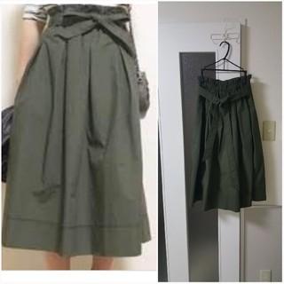 ユニクロ(UNIQLO)のウエストりぼん付きミモレ丈フレアスカート(ひざ丈スカート)