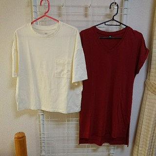 ユニクロ(UNIQLO)のユニクロ半袖Tシャツ2枚セット ポケット付&ロング  クリーム&赤(Tシャツ(半袖/袖なし))