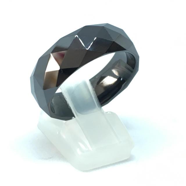 25号 ブラックセラミックカットリング 幅8mm 送料無料  メンズのアクセサリー(リング(指輪))の商品写真