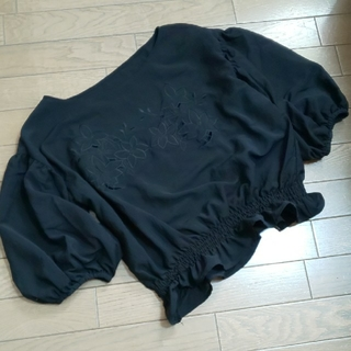 ジーユー(GU)のGU・刺繍入りブラウスXL(シャツ/ブラウス(半袖/袖なし))