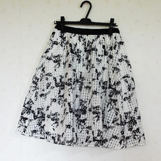シマムラ(しまむら)のしまむら 花柄 オーガンジースカート モノクロ(ひざ丈スカート)