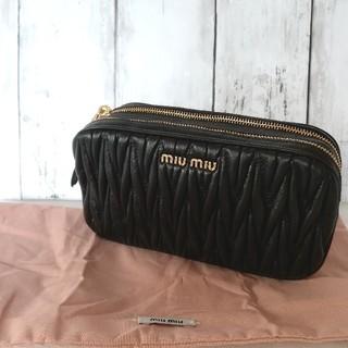 ミュウミュウ(miumiu)のマトラッセ ショルダーバッグ ブラック(ショルダーバッグ)