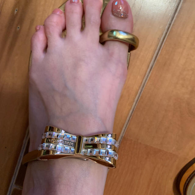 LOUIS VUITTON(ルイヴィトン)のゆずゆずさん専用 ルイヴィトン リボンチャームサンダル レディースの靴/シューズ(サンダル)の商品写真