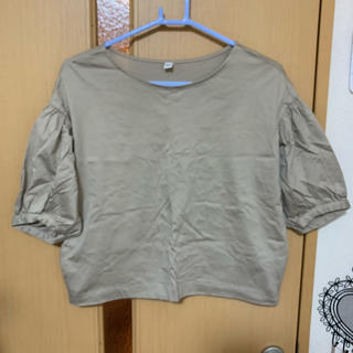 ユニクロ(UNIQLO)のトップス ベージュ(カットソー(半袖/袖なし))