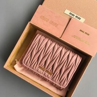 ミュウミュウ(miumiu)のMIUMIU ミュウミュウ 折り財布  (折り財布)