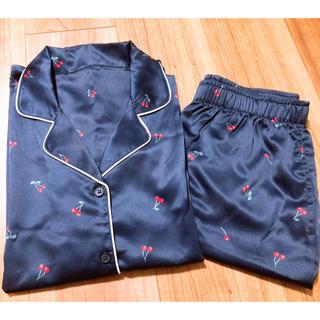 ジーユー(GU)のGU さくらんぼ パジャマ S  半袖半ズボン(パジャマ)