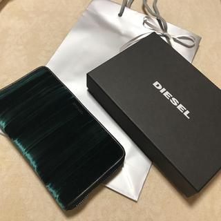 ディーゼル(DIESEL)の洗練されたデザイン クラッチバッグに見える長財布(財布)
