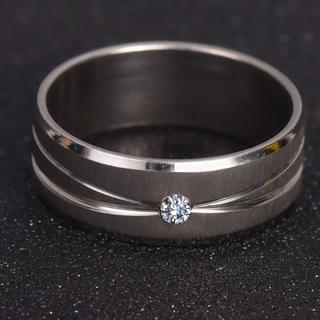 サージカルステンレスバンドにCZダイアモンドを一粒埋め込んだデザイン指輪(リング(指輪))
