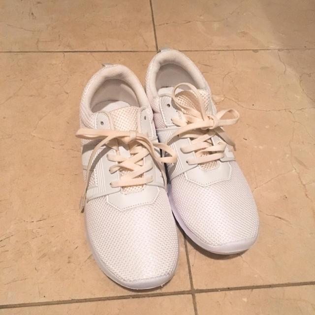 GU(ジーユー)のGU スポーツスニーカー レディースの靴/シューズ(スニーカー)の商品写真