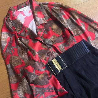 グリモワール(Grimoire)の光沢 赤 銅器柄 ヴィンテージ シャツ(シャツ/ブラウス(長袖/七分))