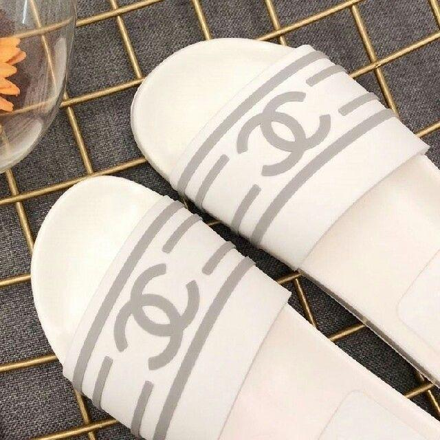 CHANEL(シャネル)のCHANEL サンダル レディースの靴/シューズ(スニーカー)の商品写真