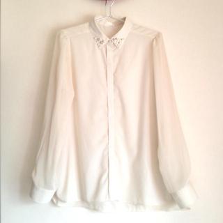 ジーユー(GU)のビジューホワイトシャツ(シャツ/ブラウス(長袖/七分))