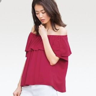 ユニクロ(UNIQLO)のユニクロ 2way オフショルTシャツ(カットソー(半袖/袖なし))