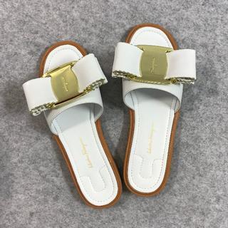 サルヴァトーレフェラガモ(Salvatore Ferragamo)の人気品サルヴァトーレフェラガモ 靴/シューズ サンダル 36(サンダル)