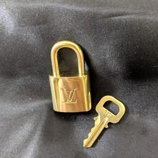 ルイヴィトン(LOUIS VUITTON)のルイヴィトン カデナ パドロック 南京錠 ゴールド 正規品(キーホルダー)