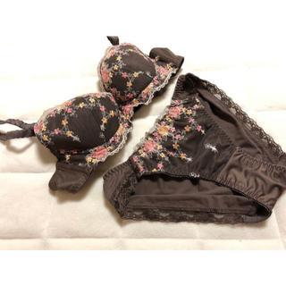 トリンプ(Triumph)の540新品♪トリンプ♪花柄刺繍レースブラジャー&ショーツセットA70/M茶系(ブラ&ショーツセット)