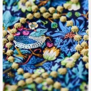 ミナペルホネン(mina perhonen)のミナペルホネン × リバティ strawberry thief  タンバリン(トートバッグ)