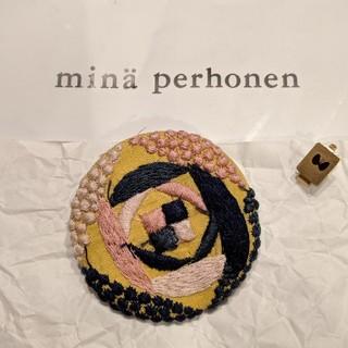 ミナペルホネン(mina perhonen)のミナペルホネン サンキューベリーバッチ(ブローチ/コサージュ)