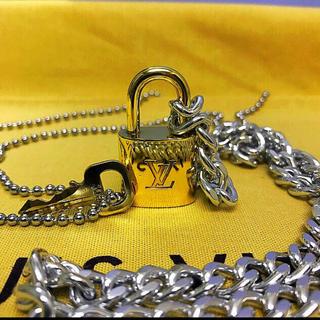 ルイヴィトン(LOUIS VUITTON)のLOUISVUITTON パドロック カデナ 南京錠 鍵有り 301(ネックレス)