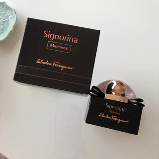サルヴァトーレフェラガモ(Salvatore Ferragamo)のパルファム セニョリーナ(香水(女性用))