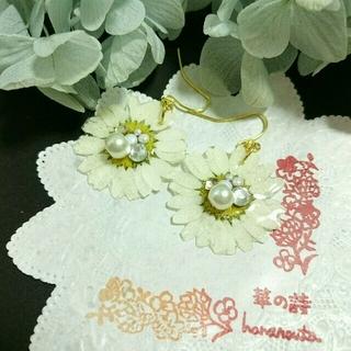 キラキラビジューと白いお花ピアス(ピアス)