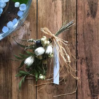 ピスタチオとミニバラのグリーンと白いお花のブーケ(ドライフラワー)
