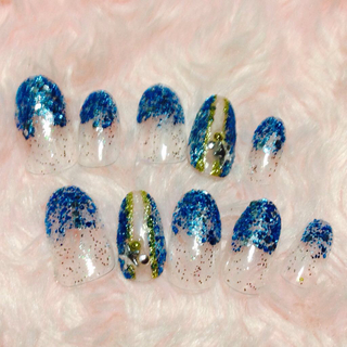 ブルーラメ × ゴールドライン ネイル