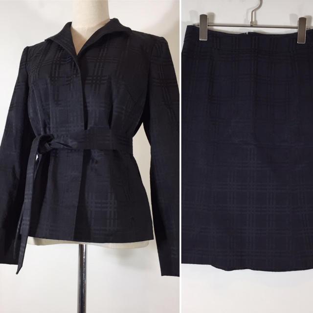 BURBERRY(バーバリー)の美品 バーバリー ロンドン スカートスーツ ネイビー サイズ38 総柄 チェック レディースのフォーマル/ドレス(スーツ)の商品写真
