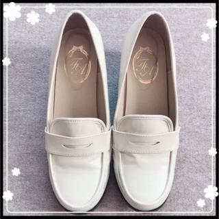フィント(F i.n.t)のFint 白 ローファー(ローファー/革靴)