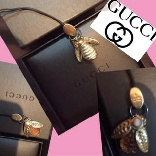 グッチ(Gucci)のGUCCIグッチストラップ昆虫モチーフ入手困難美品レア箱巾着付き男女兼用希少価値(キーホルダー)