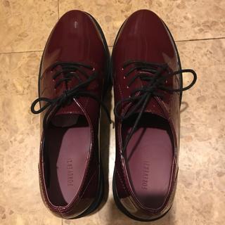 フォーエバートゥエンティーワン(FOREVER 21)のフェイクパテントレザーオックスフォードシューズ(ローファー/革靴)
