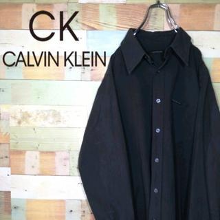 カルバンクライン(Calvin Klein)のカルバンクラインジーンズ☆ロゴタグ入りシンプルコーデ 黒シャツ(シャツ)
